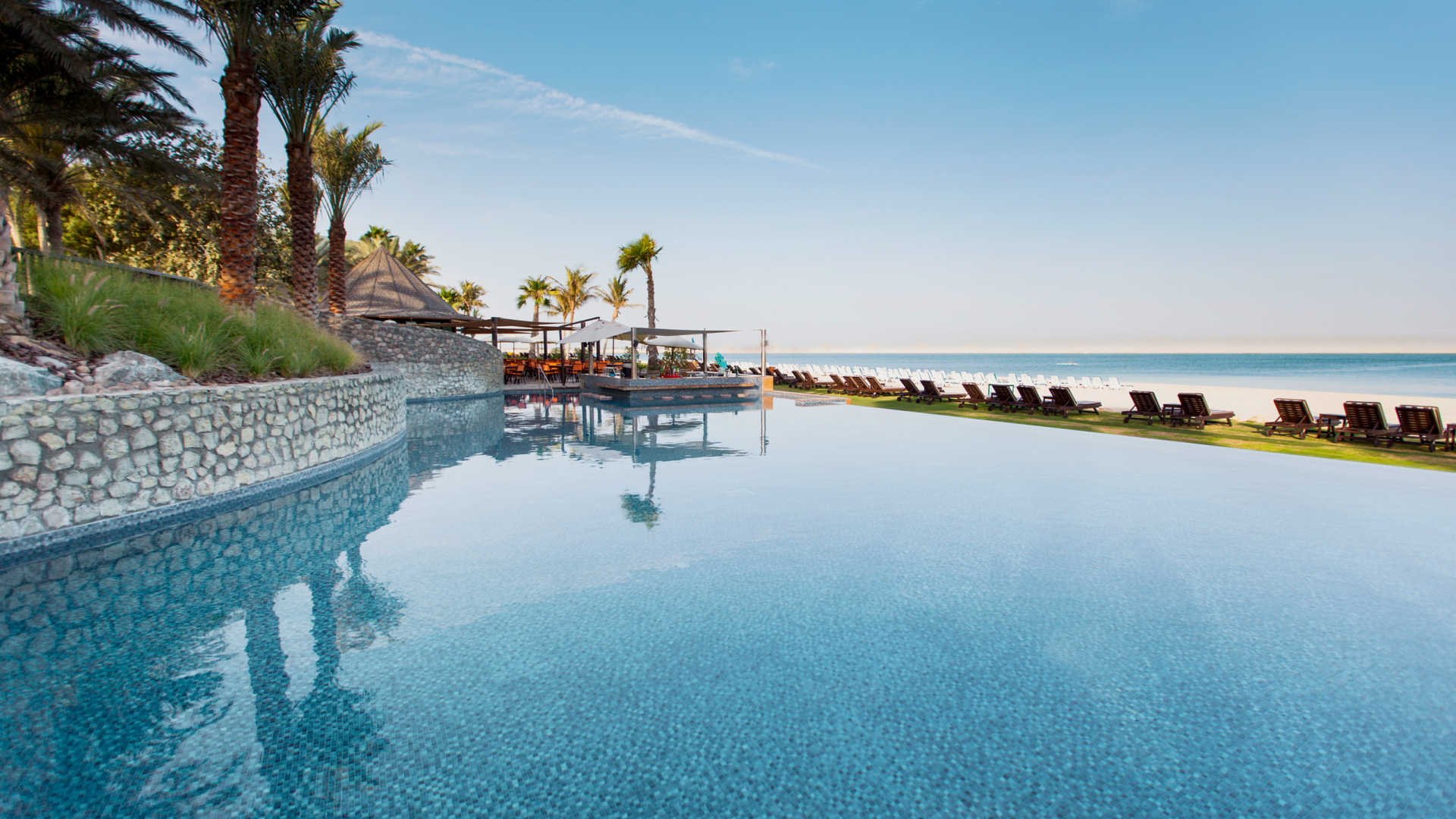 Ja jebel ali beach hotel dubai travel guides for Dubai beach hotels